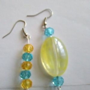 MISS MATCH PAIR 1 INCH GLASS BEAD EARRINGS